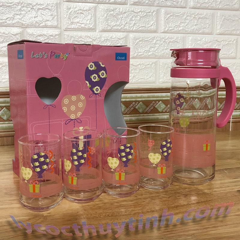 bo binh patioa V8344 8310 do 05 800x800 - Bộ bình nước thủy tinh quai nhựa Patio nắp hồng và 4 cốc - V8344-8310-H- 1.3 lít