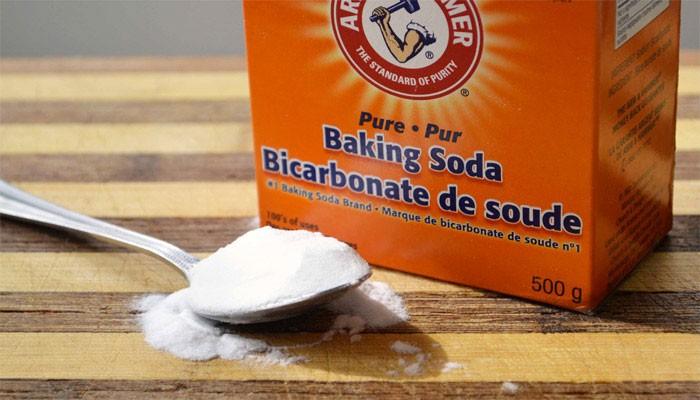 rửa ly cốc thủy tinh bằng banking soda